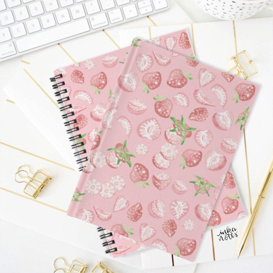 Strawberry Notebook Erdbeer Notizbuch Muster Pattern inkanotes Kalligraphie Aquarell Calligraphy Watercolor Licensing Designer Designs